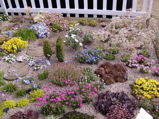 Jardines 6 ideas para rocalla y decoraci n con piedras - Como decorar un jardin con piedras ...