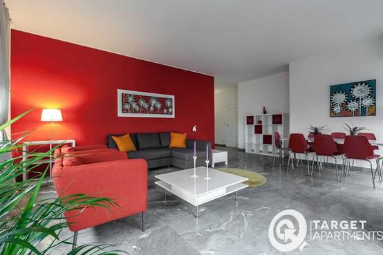 Il rosso e il bianco come arredare un appartamento con i for Parete rossa soggiorno