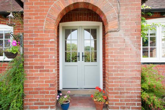 15 puertas principales para casas modernas y familiares for Modelos de puertas de metal para casas
