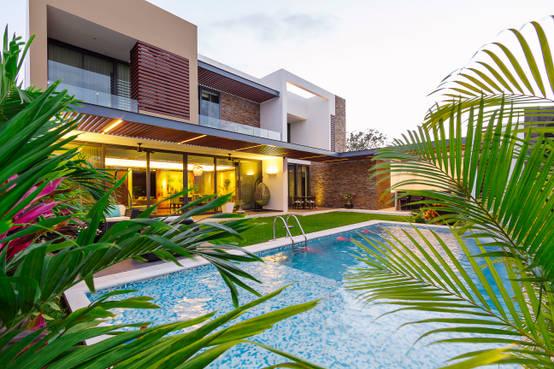 Casas con albercas 10 dise os modernos for Fotos de casas con jardin y alberca