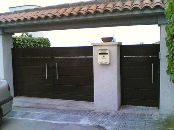 14 portones para una fachada espectacular for Puerta zaguan aluminio