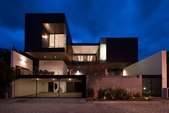 10 fachadas de casas modernas en m xico for Casa moderna l