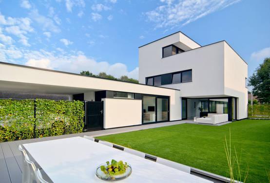 Helder transparante villa bij eindhoven