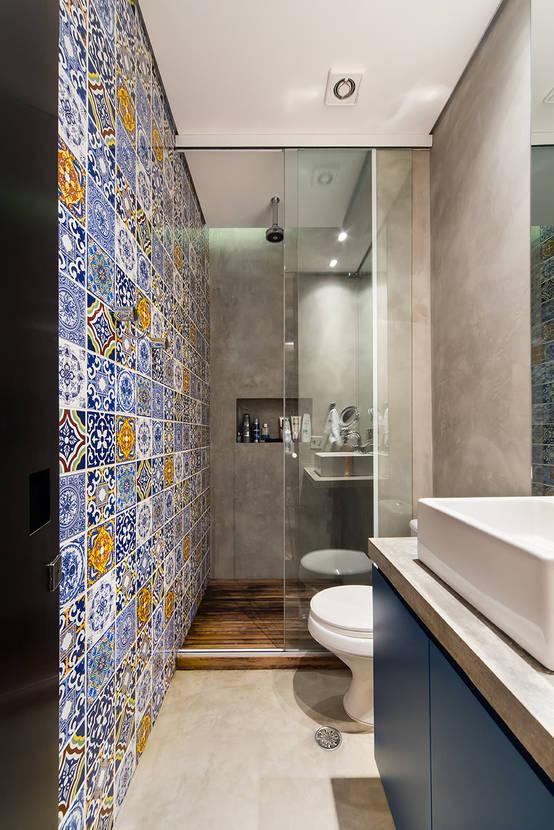 comment meubler une salle de bain troite. Black Bedroom Furniture Sets. Home Design Ideas