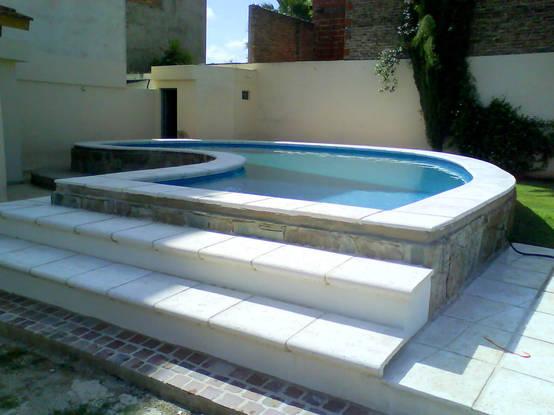 6 bel ssimos exemplos de piscinas acima do solo Fotos piscinas para espacios pequenos