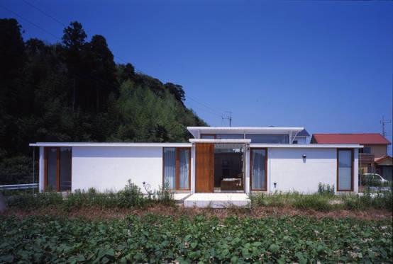 ガラスブロックの屋根が素敵!ゆったり過ごしたい家族のための平屋