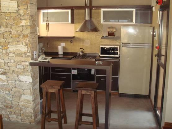 Barras para desayunar en una cocina peque a for Barras de cocina rusticas
