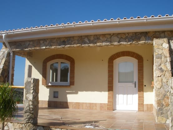 C mo incorporar piedra natural a la fachada for Como cocinar setas parasoles