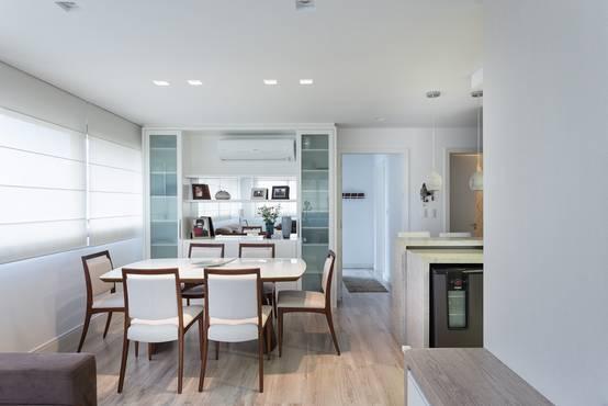 Un appartamento con tanti trucchi per guadagnare spazio for Un garage per auto con appartamento