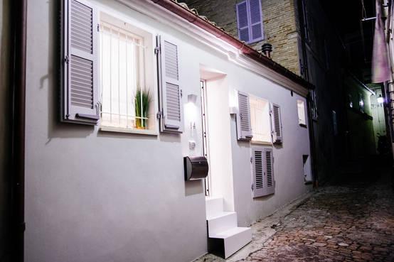 Un casa piena di magia in soli 65 m a fermo - Casa piena di zanzare ...