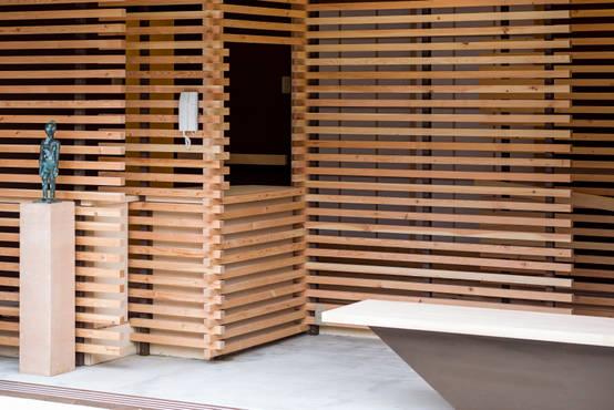 長野県の建築家が手掛けた格子が印象的な鍼灸院のリノベーション