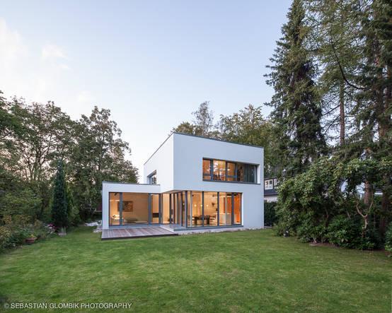 ミニマルな美しさが際立つハンブルグの住宅