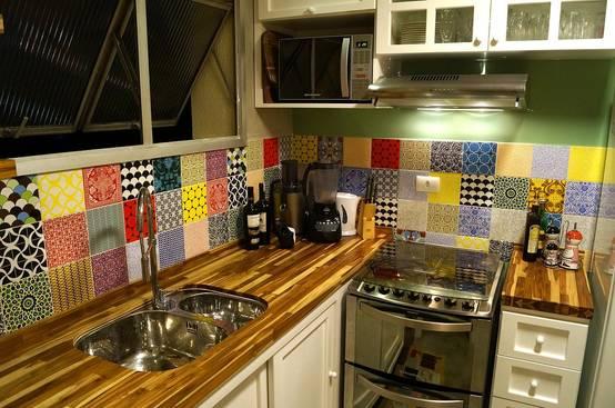 Como decorar sua cozinha com azulejos estampados