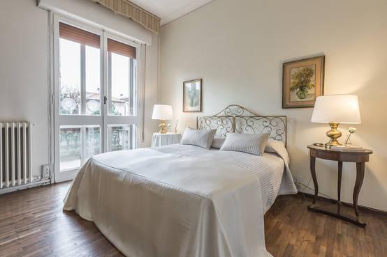 8 camere da letto in stile classico moderno for Stile classico moderno