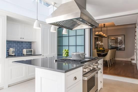 offene küche abtrennen: raumteiler für mehr struktur, Wohnzimmer