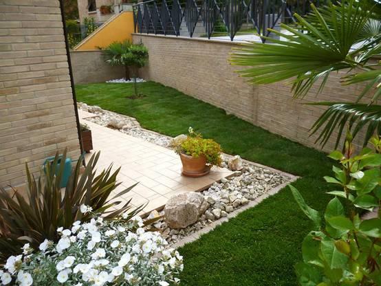 18 manieren om je terras mooi maar voordelig aan te leggen - Foto sluit een overdekt terras ...