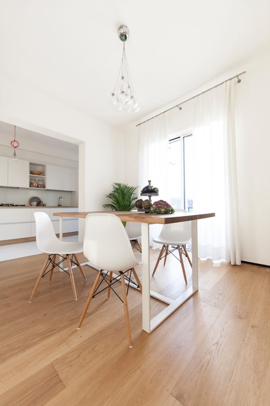7 appartamenti moderni in bianco e legno per ispirarti for Immagini appartamenti moderni