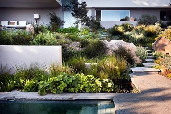 tolle gestaltungsideen f r einen hanggarten. Black Bedroom Furniture Sets. Home Design Ideas