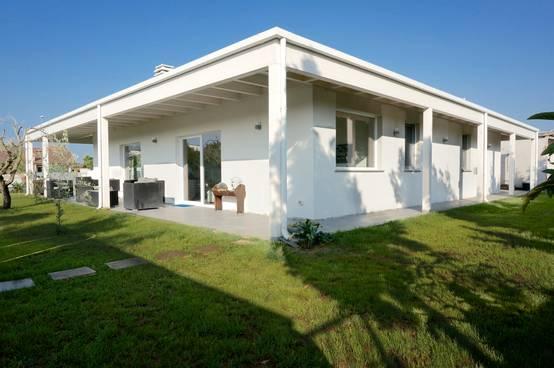 30 case prefabbricate realizzate in italia in poco tempo e for Entrate case moderne