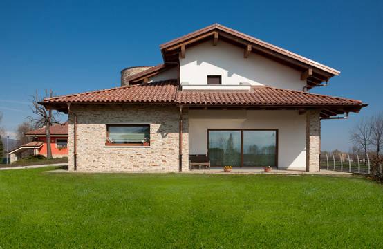 Casa prefabbricata molto accogliente e pronta in 5 mesi for Immagini di case in stile artigiano