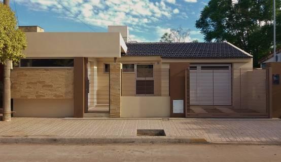 Reforma de una casa familiar para que luzca moderna for Reforma de una casa