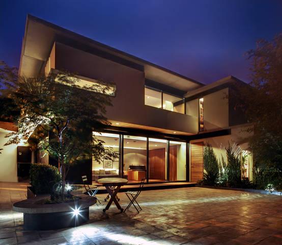 Moderna y mexicana esta casa es de ensue o for Casa minimalista rojo