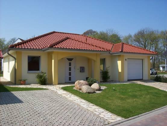 N suid afrikaanse styl huis met vloerplan for Fachadas de casas rojas modernas