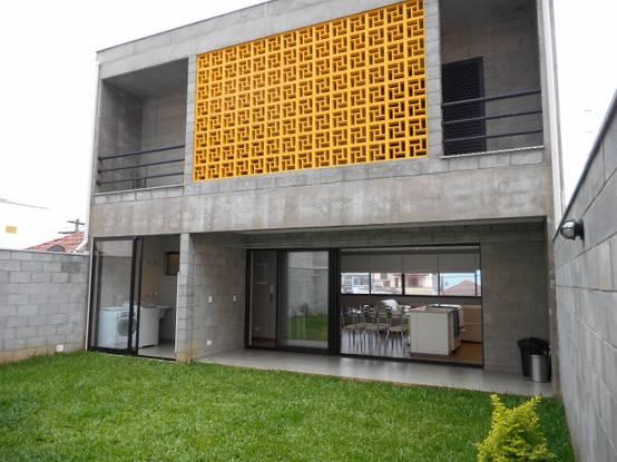 Feita com blocos de concreto casa economiza sem esquecer for Casas de cemento