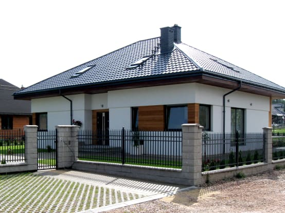 11 casas con techo a cuatro aguas fant sticas for Casas techos cuatro aguas