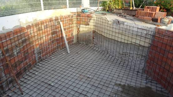 Paso a paso construyeron una piscina personalizada for Como hacer una piscina paso a paso