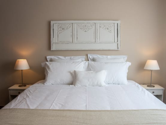 10 ideas para cambiar el cabecero de tu cama sin dejarte - Dormitorios sin cabecero ...