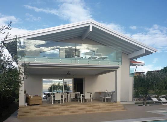 Una casa prefabbricata pronta a stupire for Ville moderne con vetrate