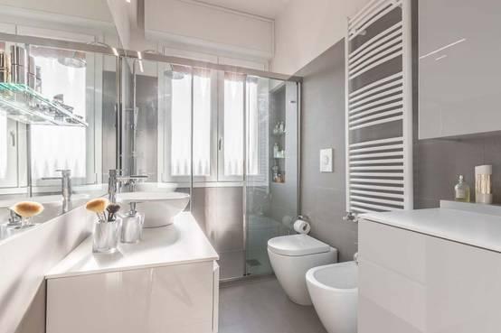 37 bagni moderni con docce magnifiche progetti italiani for Progetti bagni moderni