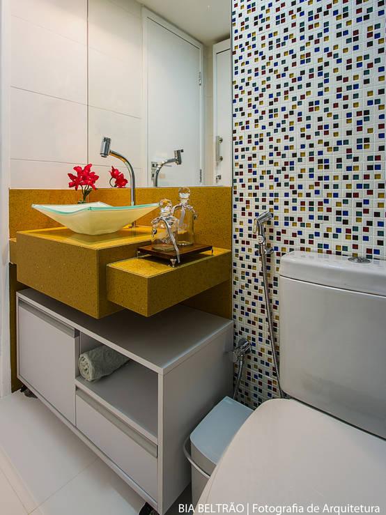 10 muebles y repisas ideales para ba os peque os for Repisas en espacios pequenos