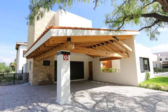 Entradas para casas peque as 16 ideas que te van a inspirar for Imagenes de garajes rusticos