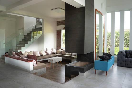 15 salas modernas con piso en desnivel te van a encantar - Fotos de recibidores de pisos ...