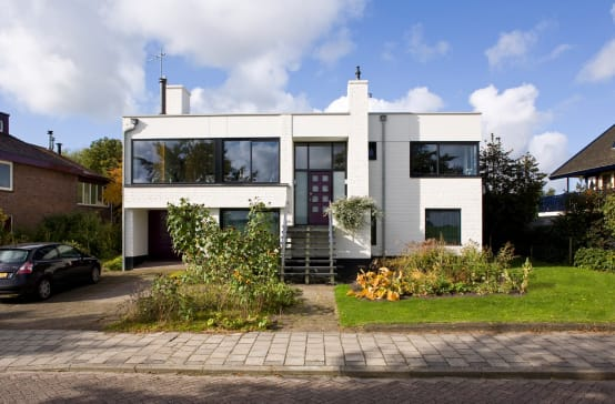 une maison familiale moderne avec un int rieur styl. Black Bedroom Furniture Sets. Home Design Ideas