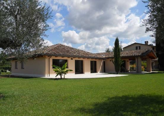 La casa perfetta a perugia prefabbricata e in legno for Foto di case arredate classiche