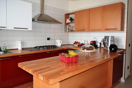 Rinnovare i mobili della cucina senza cambiarla 12 idee - Come pitturare i mobili della cucina ...