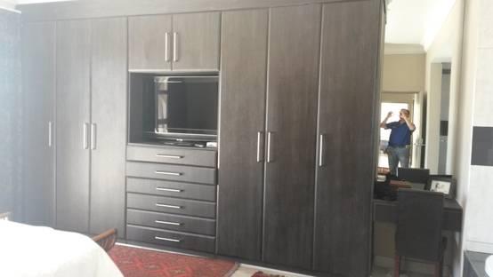12 armarios y placares de madera modernos y espectaculares for Cuanto cuesta un closet de madera en mexico