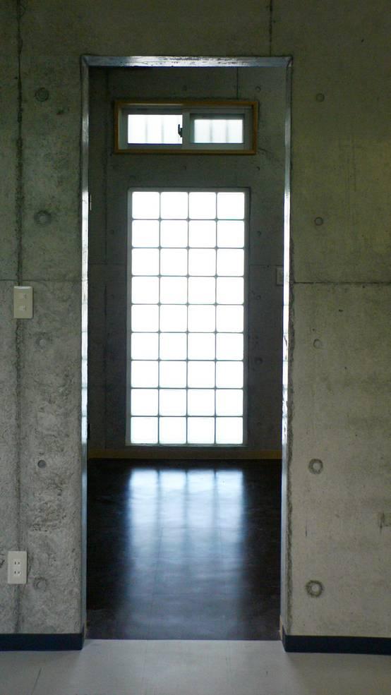 施工事例 – 27 : 階段室、ガラスブロック