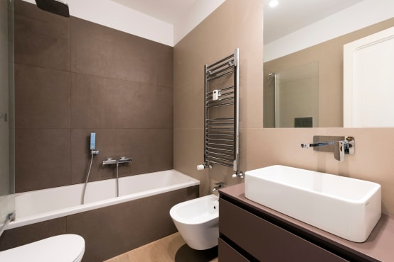 Elegante ontwerpen voor kleine badkamers