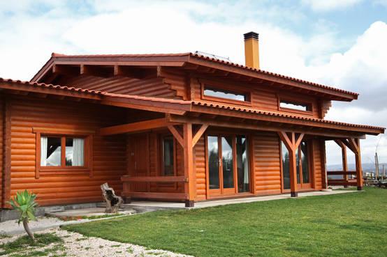Ecol gica essa casa de madeira espetacular por dentro e for Casa de una planta rustica