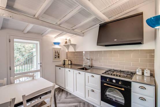 Cucina senza pensili idee e esempi su come arredarla - Cucina in muratura costo al metro ...