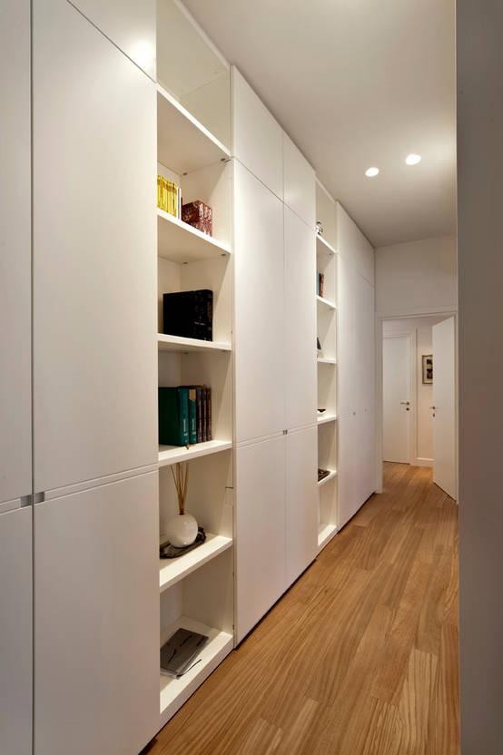 Una casa moderna e funzionale in bianco milano for Casa moderna milano