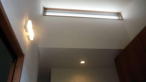 玄関ホールのハイサイドライト