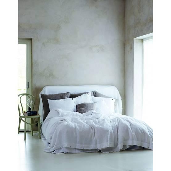 welche bettw sche ist die richtige im sommer. Black Bedroom Furniture Sets. Home Design Ideas