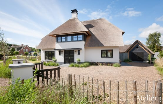 A spacious & comfortable thatched-roof cottage
