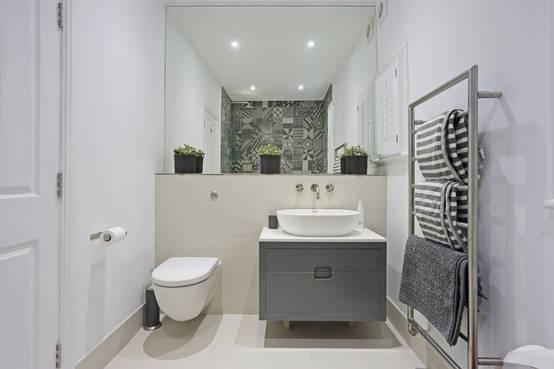 15 ideas para almacenar y organizar un baño pequeño