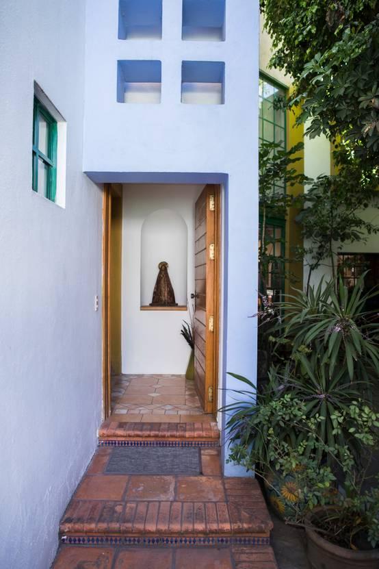 En guadalajara construyeron esta hermosa casa alrededor de for Arbol ciruelo de jardin